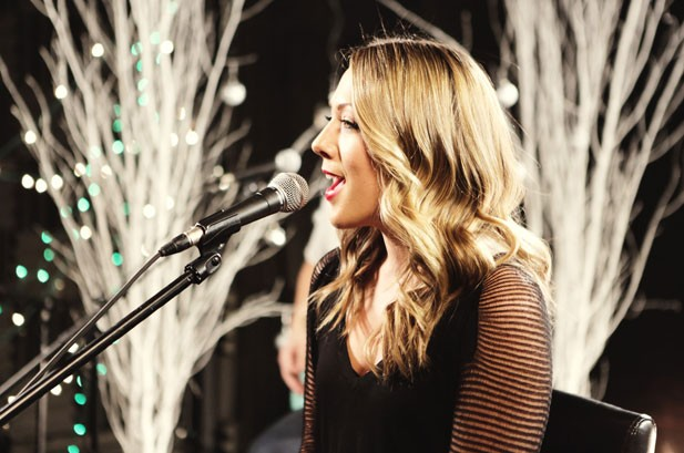 Colbie Caillat Photos: Merry Melodies Behind the Scenes