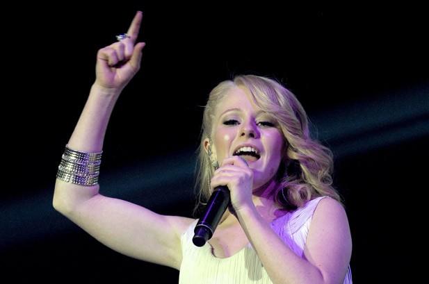 'American Idol's Hollie Cavanagh Reveals Album Plans for New Year