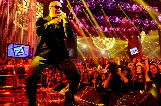 New Year's Eve 2013 Photos: Stars Ring in the New Year