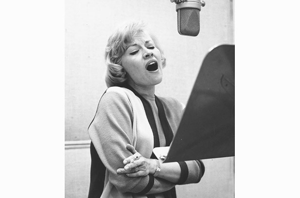 Patti Page Ruled the Charts With 'Tennessee Waltz,' 'Doggie in the Window' & Dozens More