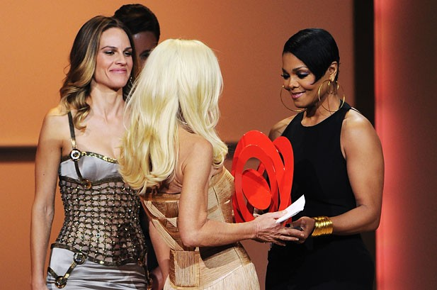 POTW: Rihanna, Bon Jovi, Taylor Swift, Lil Wayne