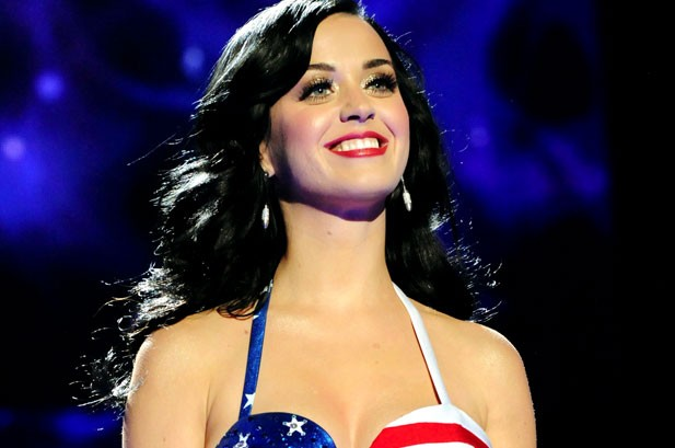 502563-katy-perry-salute-617-409
