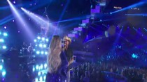 Jason Aldean Performs With Kelly Clarkson at the 2019 ACM Awards