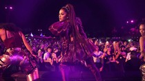 Ariana Grande Hit by Lemon During Headline Coachella Performance | Billboard News